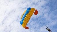 牛人25000英尺高空无伞自由落体 还能安全着地