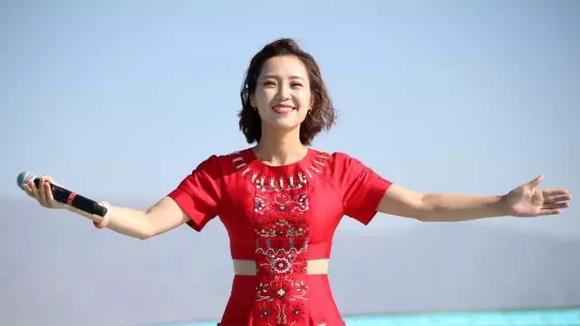 云朵《身披彩衣的姑娘》美丽中国唱起来-走进新疆和布克赛尔