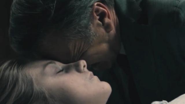 女儿突然离世,看父亲如何惩治凶手。电影《以女儿之名》