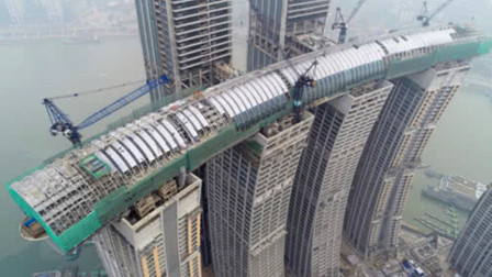 """世界首创!重庆300米""""横着建""""的摩天大楼,美日直呼:太震撼了!"""