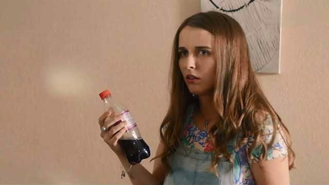 小伙珍藏五年的可乐,女友喝吐了