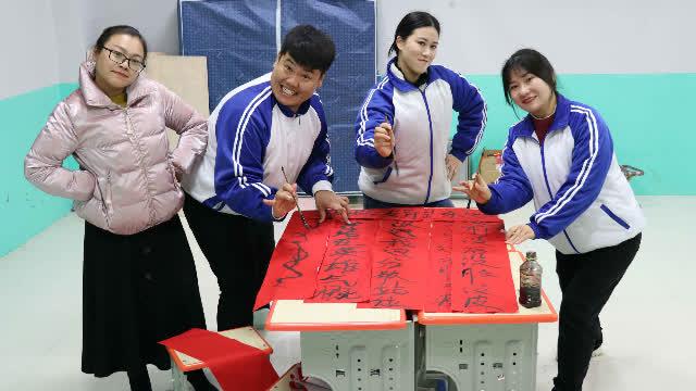"""学霸王小九:老师让同学们写对联,没想女同学写了个""""4没对联"""""""