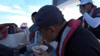 中国帆船公开赛-航海第三日:泡面火锅啤酒庆祝首航胜利