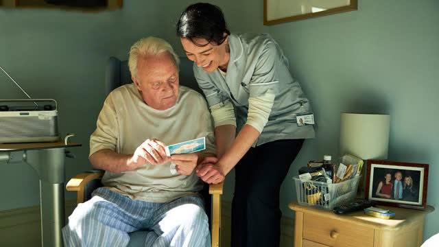 【困在时间里的父亲】黄渤倾情推荐奥奖佳作明日上映