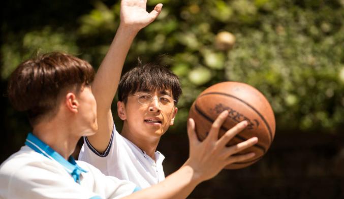 【遇见你真好】导演特辑 顾长卫片场踢球回年少时光