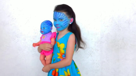 国外时尚美妆:女孩美妆成阿凡达,怀里的娃娃认真的么