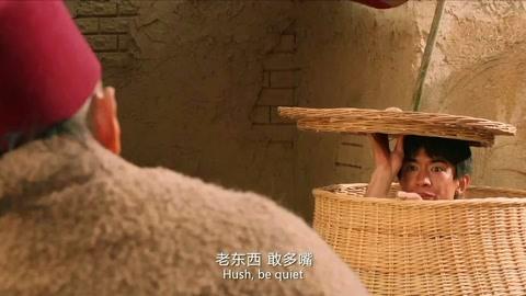 快手枪手快枪手:看见小庄藏这里面,他的表情这么惊讶?