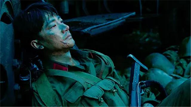 【芳华】挑战三十年无人敢拍题材 黄轩战场负伤成独臂英雄