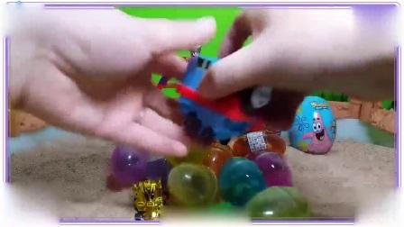 彩虹小马与海绵宝宝一起在沙滩拆水晶玩具蛋,米奇妙妙屋 泡泡孔雀鱼