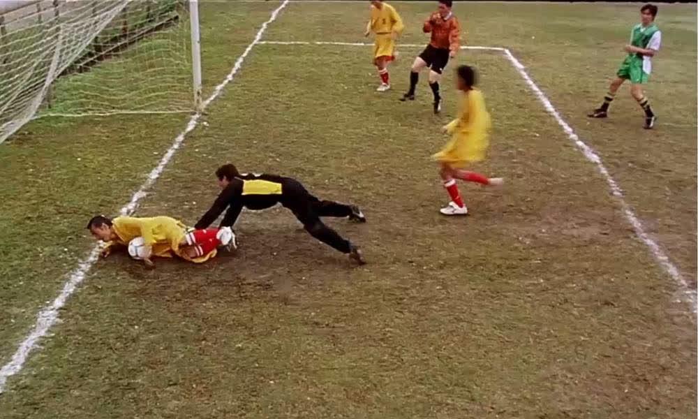想踢好球先学功夫!能把足球吸肚子上爬进球门,稳拿世界杯冠军