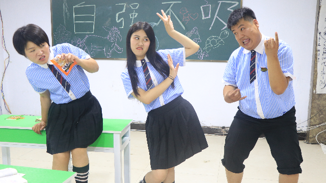学霸王小九:同学被同桌挤位,决定以跳舞方式来解决三八线!