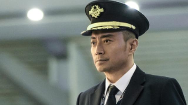 【中国机长】高空险情128人命悬一线