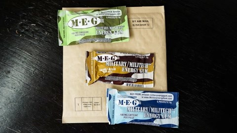 小伙试吃美国军事口香糖,据说1颗就顶2罐红牛,吃完之后活力四射