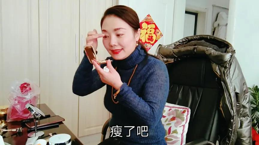秋霞影院姐弟恋夫妻:美女早晨化妆,小老公给录下来,这也太漂亮了