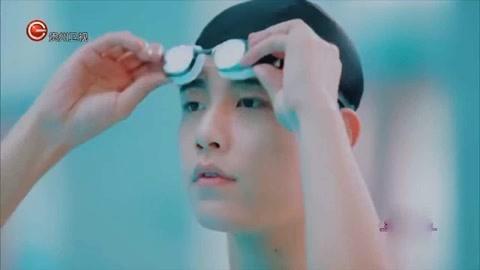 《非常完美》:没想到男嘉宾各个都是运动达人,水里绽放性感十足