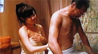 边洗边聊!日本男星和20岁女儿一起入浴洗澡