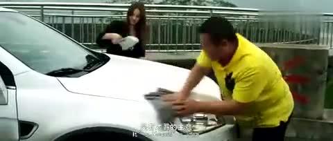"""岳云鹏开豪车带城里女朋友回老家,与发小挨个""""炫耀""""介绍"""