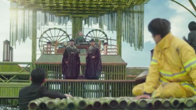 电影《与神同行》讲述了神和人之间关于命运的故事