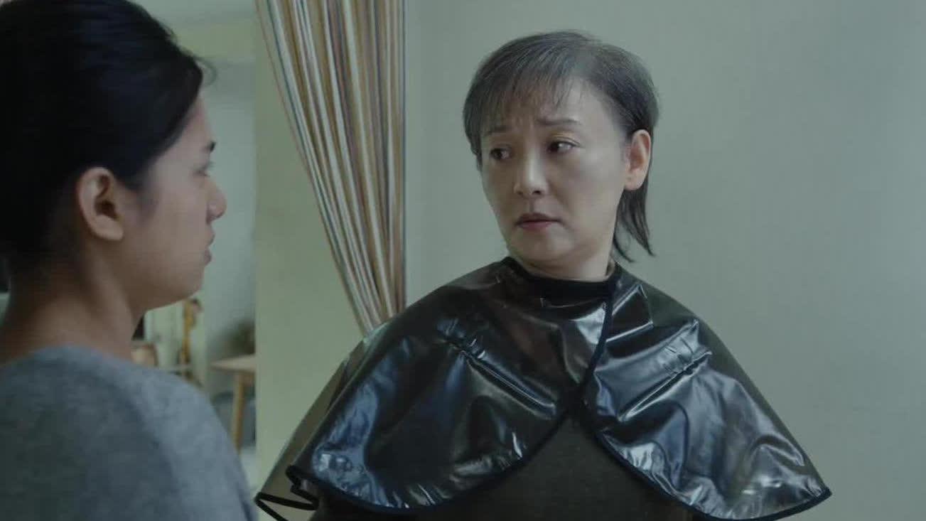 【关于我妈的一切】徐帆面对病魔坦然从容亲手剃发