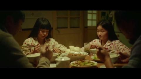 七月与安生:安生的童年是不幸的,看到七月的家庭美满十分羡慕!